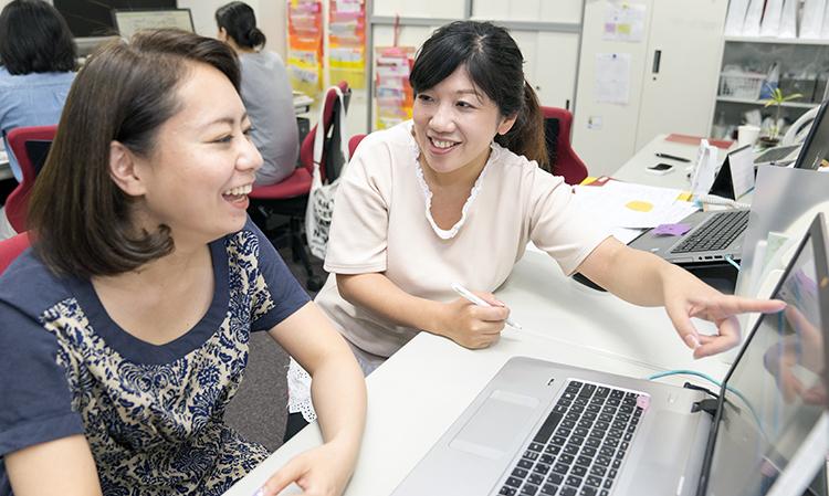 社内の人からの意見を取り入れながらシステムを作っているという小松田さん。