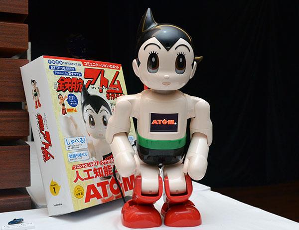 完成版の人口知能ロボット「ATOM」