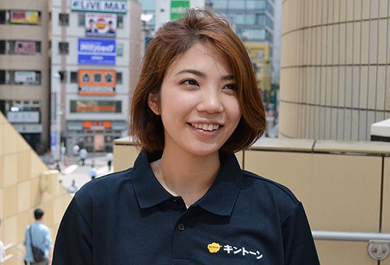 うちわを企画した、ビジネスマーケティング本部 第一プロダクトプロモーション本部の山田幸さん
