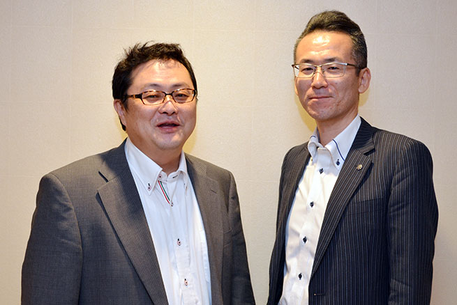 堀洋人・北銀ソフトウエア 開発第一部 担当部長(左)、富永英司・北陸銀行 総合事務部 IT企画グループ長