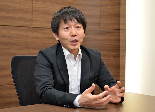 安東課長はWebデザイン、マーケティング、セミナーの企画担当として2014年にアセットリード入社。その後、ITの知識を買われ、同社のITシステム全般の企画や導入、運用を担当する。