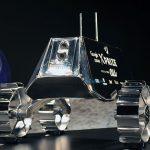 KDDI、月面探査レース用ロボットの最終デザイン披露、神田沙也加が応援大使就任