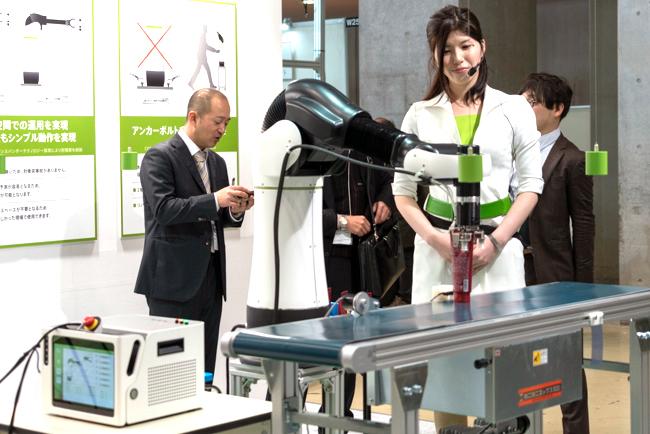 ピッキング用ロボット「CORO(コロ)」