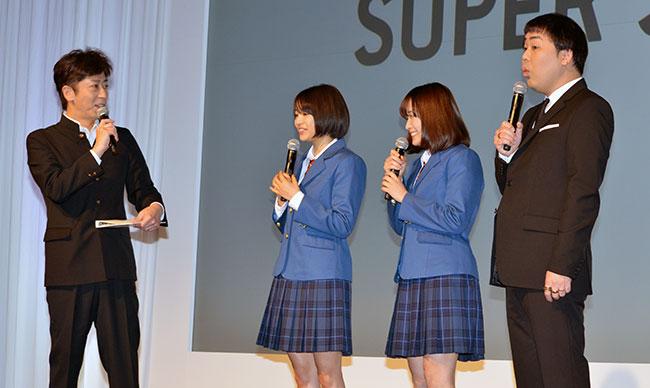 (左から)フットボールアワーの後藤輝基、広瀬すずさん、大原櫻子さん、フットボールアワーの岩尾望さん