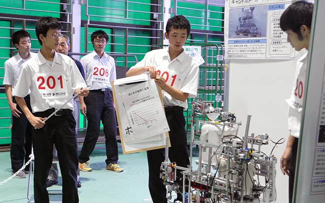 福岡県立香椎工業高等学校の「キャンドルメーカーロボット」