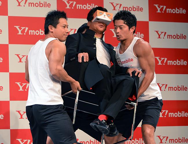 哀川さんはVR体験中に大うちわで扇がれたり、イスを持ち上げられたりするドッキリに「なめんじゃねーよ!」と大声を出した